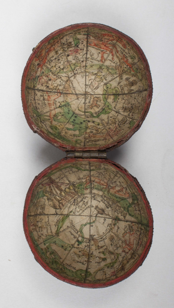 [Pocket globe] Spherical wooden casing,